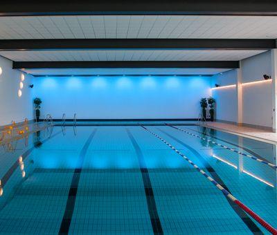Das 25 m lange Sportbecken im Schwimmbad Winterberg