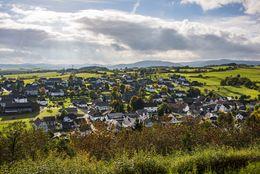 Ausblick auf Braunshausen mit Landschaft
